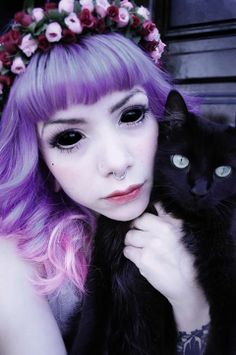 I really want some contacts like that for halloween this year