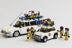 Who you gonna call? An adorable makeover of the fantastic 1967 Mini Cooper S by Koala Yummies! Lego Minifigure Display, Lego Minifigs, Lego Ecto 1, Pokemon Lego, Lego Universe, Lego Truck, Micro Lego, Lego Modular, Lego Worlds