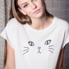Brandy Melville rare kitty tee Great condition. 25 shipped onⓂ️️️️️️️️️️️️️erca Brandy Melville Tops Tees - Short Sleeve