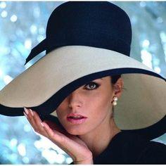 Vintage Fashion Model Photo by Sid Avery - women Life ideas Fashion Models, Fashion Beauty, Womens Fashion, Ladies Fashion, High Fashion, Fashion Edgy, Cheap Fashion, Luxury Fashion, Fashion Trends