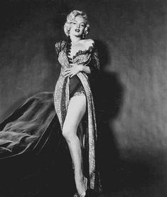 Marilyn Monroe pin up Look Vintage, Vintage Photos, Vintage Woman, Photos Rares, Portrait Studio, Greta, Marilyn Monroe Photos, Rare Marilyn Monroe, Marilyn Monroe Decor