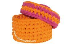 Canasta con tapa de dos colores tejida en trapillo o totora!