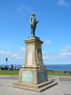 Captain Cook's statue at Whitby - North Yorkshire - England It has a compass on the ground around it. Whitby England, Yorkshire England, North Yorkshire, England Uk, Whitby Abbey, Northern England, Holiday Places, Derbyshire, Great Britain