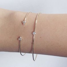 VALE JEWELRY - The Effective Pictures We Offer You About jewelry design A quality picture can tell you many thing - Hand Jewelry, Simple Jewelry, Cute Jewelry, Jewelry Accessories, Diamond Bracelets, Gold Bangles, Jewelry Bracelets, Dainty Bracelets, Gold Bangle Bracelet