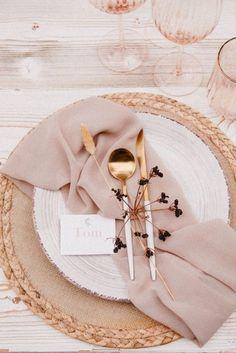 Wedding Place Settings, Wedding Set Up, Chic Wedding, Wedding Trends, Wedding Designs, Wedding Venues, Dream Wedding, Table Setting Wedding, Wedding Tables