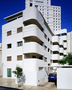 Bruno House, 3 Strauss Street by Ze'ev Haller, 1933 l  10 of Tel Aviv's best examples of Bauhaus residential architecture