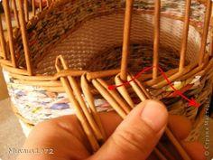 Поделка изделие Плетение Корзина для овощей Трубочки бумажные фото 10