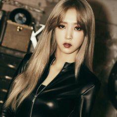 Moonbyul looks like rich mafia boss - Mamamoo Kpop Girl Groups, Korean Girl Groups, Kpop Girls, Sulli, Jonghyun, K Pop, Baekhyun, My Girl, Cool Girl