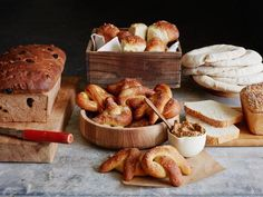 Don& be intimidated by homemade bread — with a little mixing, kneading and patience, freshly baked rolls and loaves can be yours. Bread Recipes, Baking Recipes, Baking Tips, Muffin Recipes, Cinnamon Raisin Bread, Cinnamon Rolls, Peasant Bread, Baked Rolls, No Knead Bread