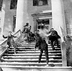 Snowball fight on the steps of the Florida capitol 10 February http://ift.tt/1TUFNZ4