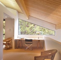 This window is almost a triangle shape as it follows the angle of the roof. // 15 Examples Of Homes Where Windows Follow The Roofline