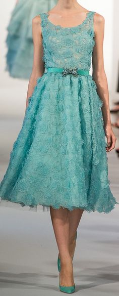 Oscar de la Renta Spring 2013 RTW - Runway Photos - Fashion Week - Runway, Fashion Shows and Collections - Vogue - Vogue Fashion Week, Runway Fashion, Fashion Show, High Fashion, Beautiful Gowns, Beautiful Outfits, Robes D'oscar, Lace Dress, Dress Up