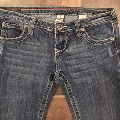 """YNQ Jeans Sz 5 Inseam32"""" Skull buttons- Sexy! UniqueYNQ Jeans Sz 5 Inseam32""""  Cool  Skull designed buttons-  Quality material- super soft and fit great. Bootcut w/slight flare. YNQ Jeans Boot Cut"""