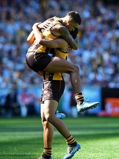 Brad Hill and Cyril Rioli celebrating a goal! Rugby Men, Pro Cycling, World Of Sports, Sports Photos, Athletes, Finals, Sexy Men, Pump, Football