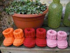 New Crochet Baby Socks Bebe Ideas Crochet Baby Socks, Crochet Bebe, Crochet For Kids, Free Crochet, Baby Knitting Patterns, Baby Patterns, Crochet Patterns, Baby Slippers, Baby Boots