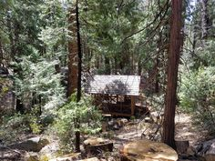 Idyllbrook Gazebo Cabin just steps away from the Main cabin right on strawberry creek! Nature and outdoors!