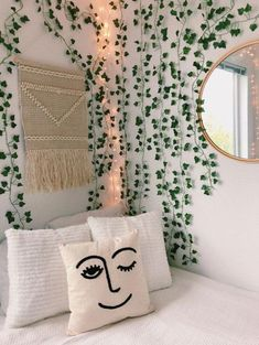 10 dorm decorations you need to turn your room into a garden oasis . 10 dorm decorations you need to turn your room into a garden oasis . - 10 dorm decorations you need to turn your room . Teenage Room Decor, Bedroom Decor Ideas For Teen Girls, Teen Bedrooms, Cute Room Decor, Decorations For Room, Flower Room Decor, Christmas Decorations, College Dorm Decorations, College Dorm Rooms