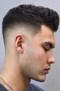 Military haircut ideas are highly popular among men. Give your everyday look the air of soldiery with one of the best military-style haircuts. Buzz Cut Hairstyles, Mens Hairstyles With Beard, Cool Hairstyles For Men, Cool Haircuts, Haircuts For Men, Popular Haircuts, Military Haircuts, Modern Haircuts, Medium Hairstyles
