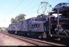 CR 4885 Conrail GG-1 (electric) at Metuchen, New Jersey by Ellis Simon ---------- Conrail -- GG-1 (electric) -- Near Ford Plant -- Metuchen, New Jersey, USA --September, 1978 ---- GG-1s in freight service on the Northeast Corridor were a common sight in Conrail's early years.