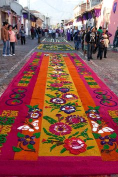 Photos of the intricate alfombras de Semana Santa - temporary carpets made from dyed sawdust, flowers and fruits - that lined the streets of Antigua, Guatemala during Semana Santa - Holy Week - the week before Easter. Holidays Around The World, Travel Around The World, Corpus Christi, Guatemalan Textiles, Carpets Online, Guatemala City, Sup Yoga, Tikal, Holy Week