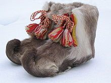 Traditional Sami shoes made of reindeer fur, Sweden. Swedish Style, Scandinavian Style, Lappland, Scandinavian Countries, Fur Clothing, Folk Costume, My Heritage, Samara, Traditional Outfits