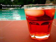 """""""Mas não se esqueça: Assim como não se deve misturar bebidas, misturar pessoas também pode dar ressaca."""" #MarthaMedeiros #pessoas #reflexao"""