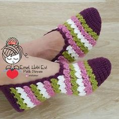 Crochet baby booties owl shoes 70 New ideas Crochet Slipper Pattern, Crochet Baby Booties, Crochet Slippers, Crochet Gifts, Crochet Lace, Crochet Stitches, Owl Shoes, Artisanats Denim, Knitting Patterns