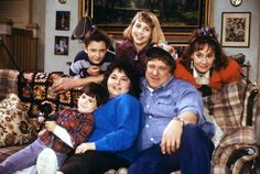 25th Anniversary. Secrets of the show (behind the scene).  Sara Gilbert, Lecy Goranson, Laurie Metcalf, John Goodman, Roseanne Barr, and Michael Fishman. G;)