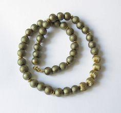 Glaskette mit Kreppperlen oliv-gold von soschoen auf DaWanda.com