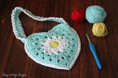 Little Girl's Purse Free Crochet Pattern...this is so cute!