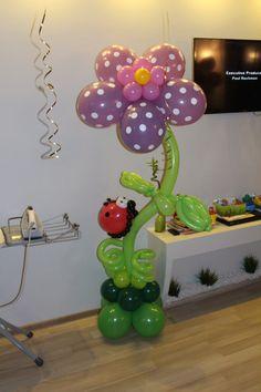 Цветочек с божьей коровкой. Фигура из шаров