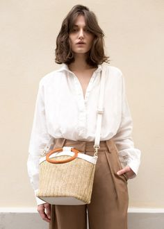 """#Newarrivals #wooden #ring #handle #woven #bag #accessories #thefrankieshop #frankienyc #frankiegirl Soft Straw Bag w/Off White, Vegan Leather Trim & Strap. Lined Interior w/Zip Pocket. Gold Hardware 10.5""""L x 8.5""""H x 6.5""""D Imported"""