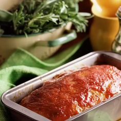 This is an old-fashioned Southern style meatloaf recipe with ketchup or bbq sauce. Crushed saltine crackers are used with ground beef to form the loaf. Meatloaf Recipe No Ketchup, Meatloaf Recipe With Crackers, Southern Meatloaf Recipe, Meatloaf Recipes, Southern Recipes, Meat Recipes, Cooking Recipes, Yummy Recipes, Yummy Food