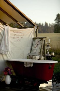 glamping: outdoor bath