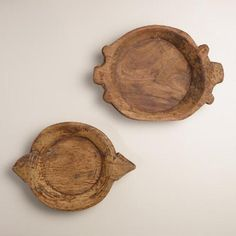 Common in Indian homes, a parat bowl is a large round-shaped bowl with side walls in which dough is kneaded. Hand carved of teak wood, this…