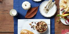 Guests will love munching on this crunchy, savory and sweet snack. Nut Recipes, Dessert Recipes, Spicy Nuts, Diy Snacks, Appetizer Dips, Sweet And Spicy, Clean Eating Snacks, Yummy Treats, Desert Recipes