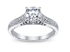 In LOVE with this RING! Vintage, Royal, Elegant, Timeless.
