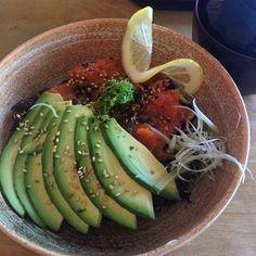 Avokado ve somon yesil salata ile nefis  #avocado #salmon  #goodmorning #goodmorningmyworld #eat #well #breakfast #health #training #men #women #love #usa #newyork #uk #london #england #germany #italy #french #portugal #dublin #rome #paris #greece #rimini by fevziyesurmeli_