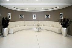 Résidence La Garenne Colombes - Salon Douceur - Cocooning -Décoration - Zen - Sérénité - Nature  - Chic - Bien être - Cosy - Moderne Residence Senior, Decoration, Bathroom Lighting, Bathtub, Mirror, Chic, Furniture, Home Decor, Zen Decorating