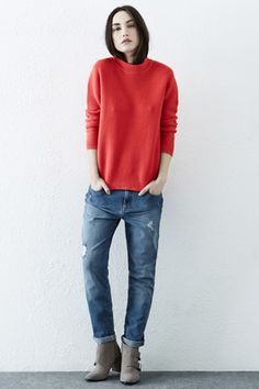 These relaxed-fit jeans offer an authentically vintage feel, mid-rise and traditional five pocket-styling; finished with distressed details for a pre-loved look. Fashion Now, Latest Fashion Clothes, Fashion Trends, Girlfriend Jeans, Grey Jeans, British Style, My Wardrobe, New Outfits, Warehouse