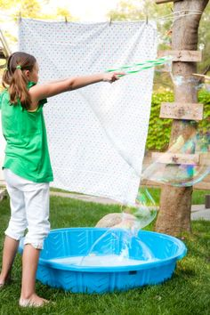 (Image: pre-teen girl making large bubbles with a hula hoop, after soaking a kiddie pool filled with soapy water) Bubble Birthday Parties, Bubble Party, Bubble Fun, Bubble Wands, 2nd Birthday, Birthday Ideas, Baby Pool, Kid Pool, Pool Fun