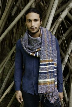KINSFOLK Handloom Cotton Scarves // KINSFOLK is devoted to preserving the craft of handmade textiles by combining traditional methods with a modern aesthetic. Our goal is to celebrate enduring design that inspires for a lifetime. Our principles are to manufacture ethically and ensure that artisans earn a sustainable living. // shop.kinsfo.lk/