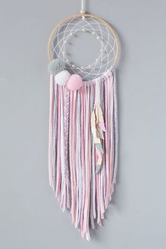 Dream Catcher Decor, Lace Dream Catchers, Making Dream Catchers, Bohemian Crafts, Boho Diy, Yarn Crafts, Diy And Crafts, Pastel Home Decor, Macrame Design