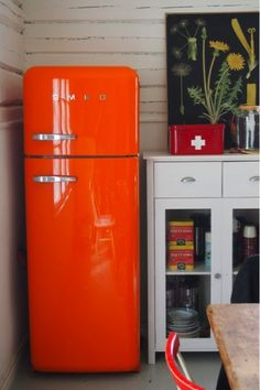 i love this color and i want this fridge in my apartment. perfect size Hrím - News - SMEG