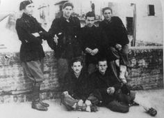Gruppo di pontigiani in divisa fascista sul Ponte Vecchio - 1940.