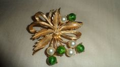 Rare Sarah Coventry Beautiful Gold Pin    All pearls intact- 4 white pearls, 4 green pearls    Measures 2 inches in length    Very good condition