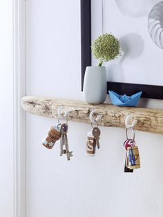 Hier kommen unsere maritimen Einrichtungsideen Maritime living trends are not just for coastal residents. With our 5 simple DIY interior design ideas, you can bring home the flair of the sea. Diy Design, Design Ideas, Decor Crafts, Home Crafts, Diy Home Decor, Diy Interior, Apartment Interior, Inside Design, Floating Shelves Diy