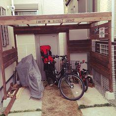 女性で、のステンシル/手作り/外構/ナンバープレート/自転車/自転車置場…などについてのインテリア実例を紹介。「自転車置き場をつくってみたよ!これで自転車カバーしなくていいから、楽チン♡」(この写真は 2015-01-24 22:46:47 に共有されました)