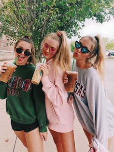 Bestie GoAls I bReAthe cOffee I'm addicted Bff Pics, Photos Bff, Cute Friend Pictures, Funny Pictures, Teen Pics, Funny Pics, Best Friend Fotos, Best Friend Pics, Street Style Photography