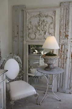 8 Alive Tips: White Shabby Chic Bedding shabby chic desk office. Shabby Chic Mode, Shabby Chic Vintage, Shabby Chic Stil, Shabby Chic Interiors, Shabby Chic Bedrooms, Shabby Chic Kitchen, Shabby Chic Furniture, Shabby Chic Decor, Chabby Chic